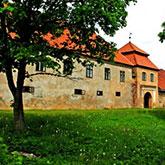 Shlokenbeka manor