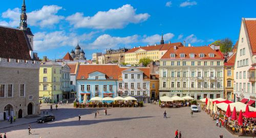 Ратушная площадь и таллинская ратуша