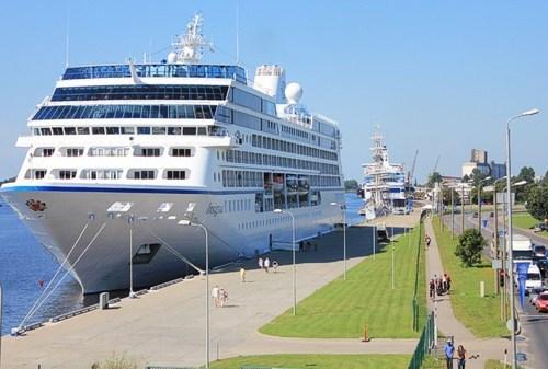 Рижский порт - круизный корабль